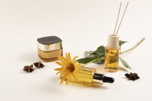 Tinh dầu thiên nhiên mạnh hơn gấp 50–100 lần các loại thảo dược sấy khô.