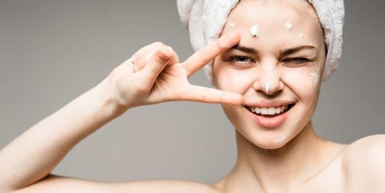 4 Bước chăm sóc da khi bị mụn bạn nên biết!