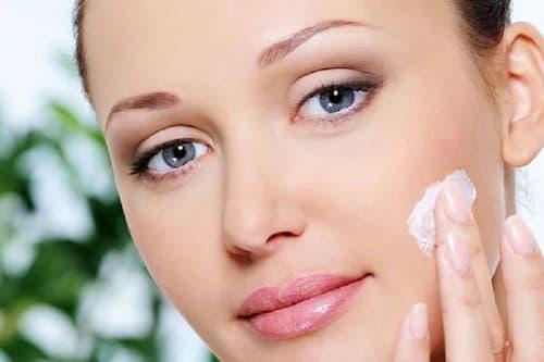 Mặt nạ ngủ cao cấp có nhiều thành phần giúp nâng cơ và săn chắc da mặt