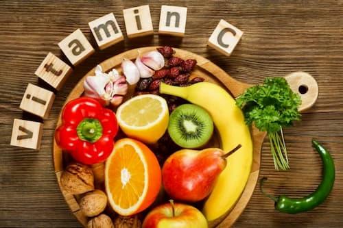 Vitamin C giúp phục hồi lại vùng tế bào bị oxy hóa, tiêu diệt 80% oxy gốc tự do