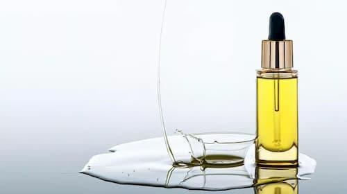 Sử dụng mỹ phẩm chứa nhiều dầu lúc này nghĩa là bạn đang cung cấp nguồn thức ăn cho bọn ký sinh trùng