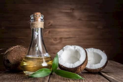 Dầu dừa có thể là chất dưỡng ẩm tuyệt vời cho da khô, nhưng không phải với làn da bị mụn!