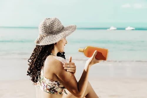 Thoa kem chống nắng cho cả mặt và body khi ra ngoài