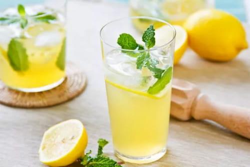 Vitamin C và chất chống oxy hóa kết hợp với nhau giúp chuyển hóa độc tố thành dạng hòa tan trong nước