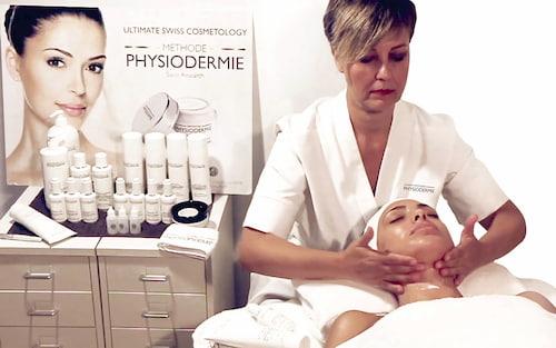 Massage thải độc da qua hệ bạch huyết.