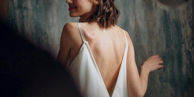 Viêm lỗ chân lông ở lưng và mụn lưng có giống nhau không?
