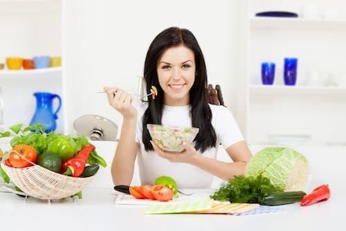 Chế độ ăn uống khoa học cũng là cách bảo vệ cơ thể khỏe mạnh, ngăn chặn vi khuẩn