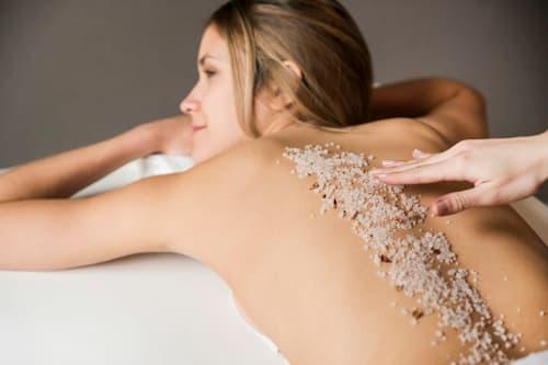Chưa viêm lỗ chân lông bằng muối có an toàn?