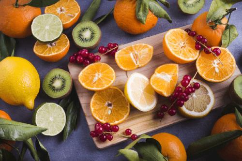 Vitamin C có trong các loại hoa quả như cam, quýt