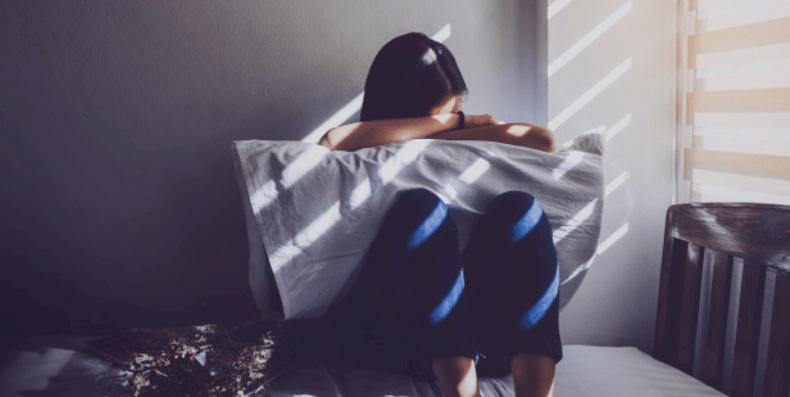 Stress và hormone có một mối liên hệ chặt chẽ với nhau và chúng thường sẽ gây ảnh hưởng xấu đến tình trạng mụn nang của bạn
