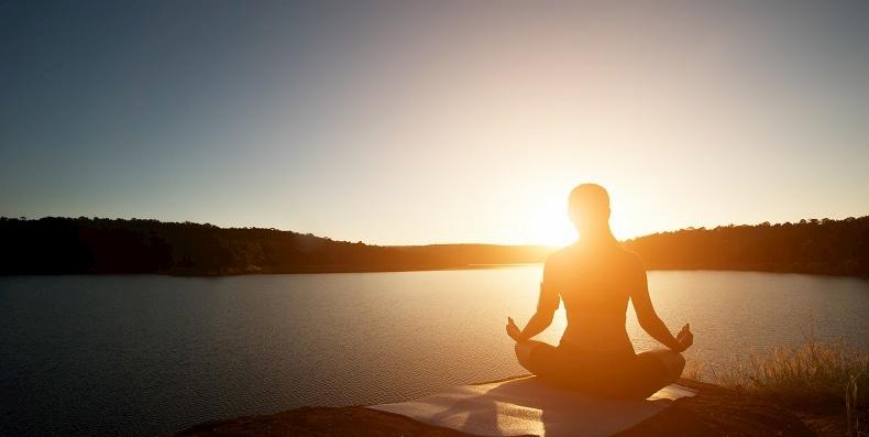 5 Bài tập yoga cực hay giúp bạn thoát khỏi bọng mắt to
