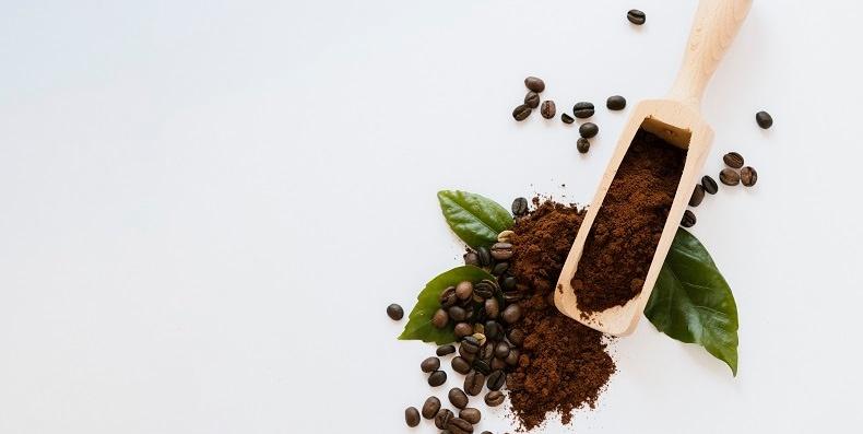 Tẩy tế bào chết bằng cafe có là lựa chọn an toàn cho da mụn nhạy cảm?