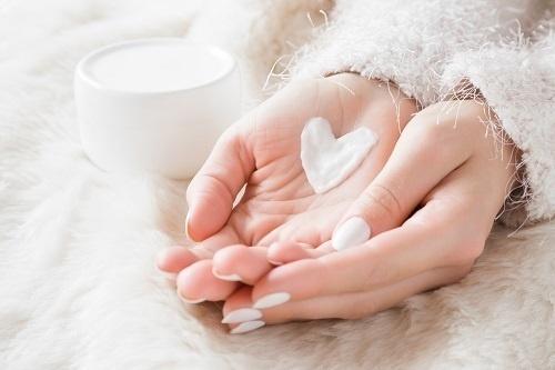 Dị ứng mỹ phẩm là nguyên nhân phổ biến nhất gây ra tình trạng mặt bị dị ứng đỏ ngứa